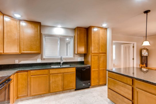 10951 Acoma St Northglenn CO-print-009-5-Kitchen-2700x1800-300dpi