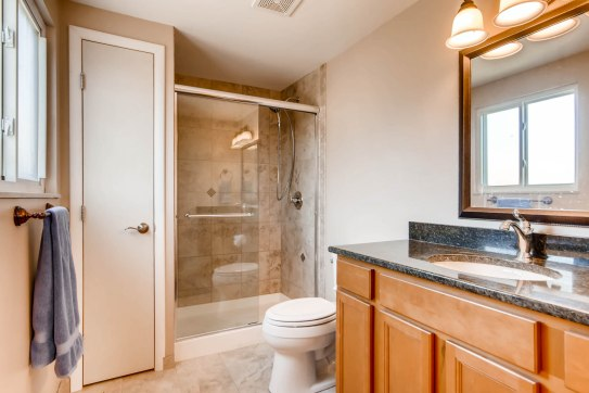 10951 Acoma St Northglenn CO-print-020-15-Master Bathroom-2700x1800-300dpi